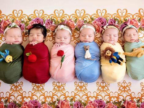 6 малки момиченца, облечени като принцеси