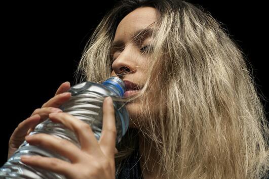 4 интересни начина, които ви помагат да пиете повече вода