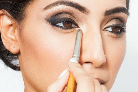 10 видео урока по грим, които ще ви накарат да заобичате кафявите си очи