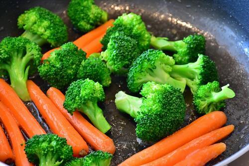 6 зеленчука, които са по-здравословни, когато са сготвени