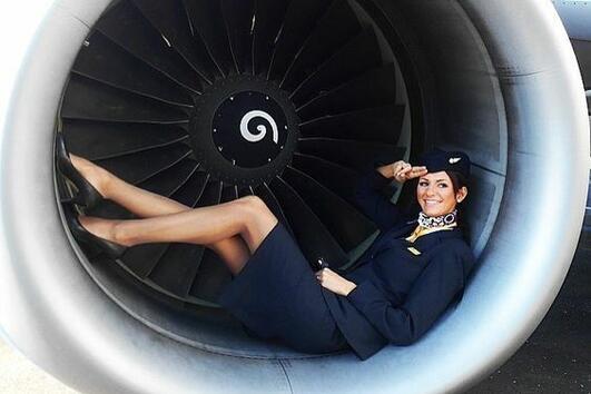 Какви са изискванията, за да станеш стюардеса