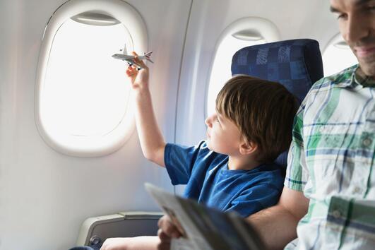 Какво трябва да знаете за пътуването в самолет с малко дете