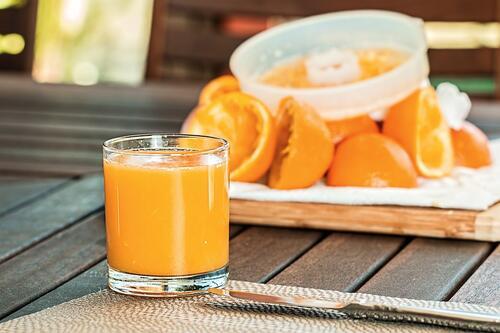 Портокалов сок или мляко – кое е по-добре да пием сутрин?