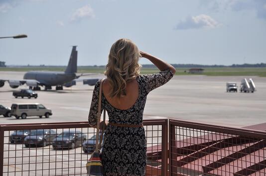 8 неща, които е добре да избягвате да носите в самолет