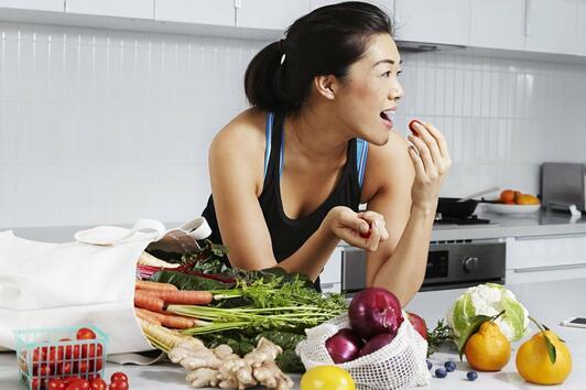 6 практики за хранене, чрез които ще се чувствате по-щастливи и доволни