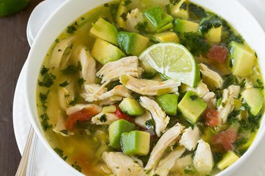 Пилешка супа с авокадо и лайм