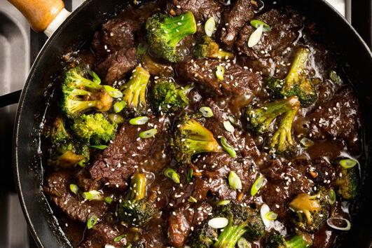 Рецепта за говеждо и броколи на тиган