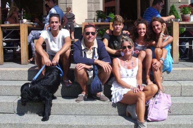 Това е едно обикновено семейство от Италия. Те са майка