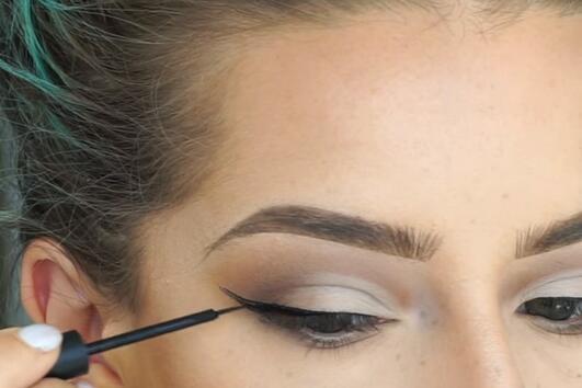 Как да постигнете перфектната очна линия?