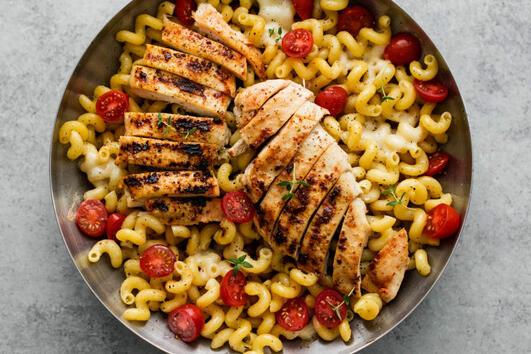 Капрезе паста с пиле