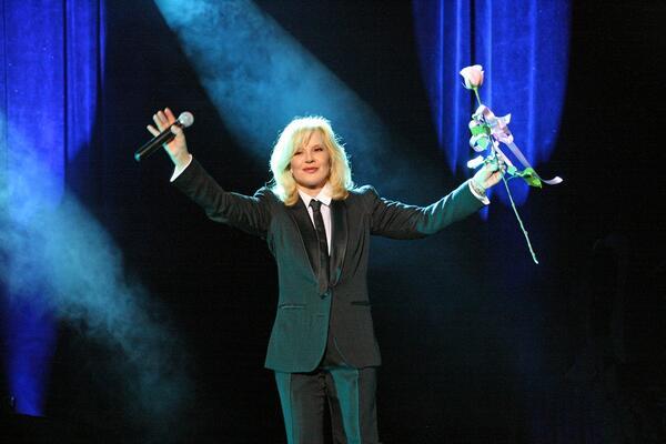 Sylvie Vartan даде начало на турнето си с впечатляващ концерт в Париж
