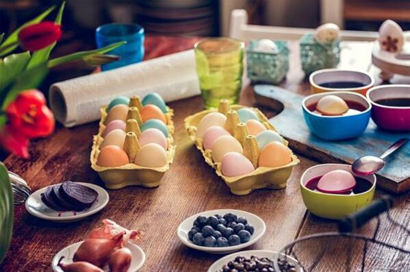 Как да боядисаме яйцата си с натурални оцветители?