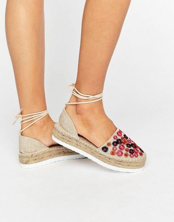 Интересни идеи за бродиране на дрехи и обувки