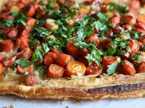 Супер лесни пролетни вечери: Тарт с карамелизирани моркови и лук