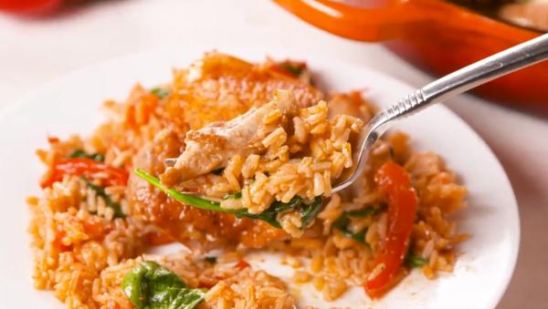 Супер лесни пролетни вечери: Пиле с ориз и червени чушки