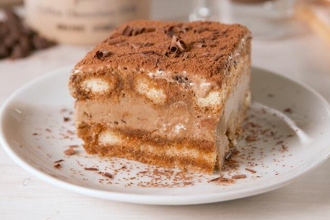 Този впечатляващ десерт се приготвя изключително лесно. За да бъдете