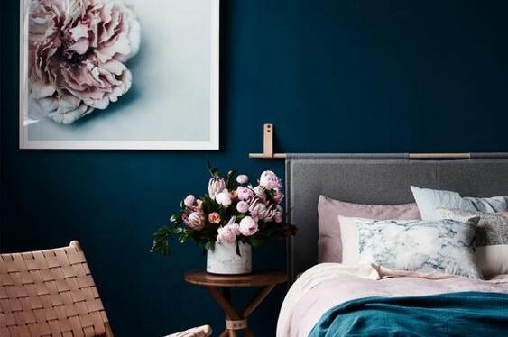 Искате да пребоядисате или да обновите спалното помещение? Използвайте цветови