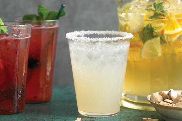 Два супер лесни летни коктейла за добро настроение
