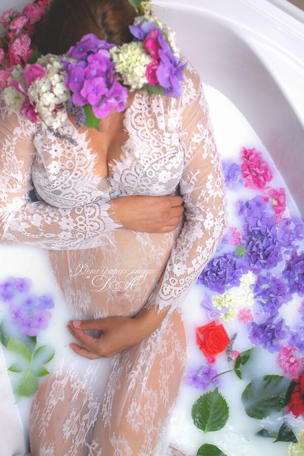 Вана, мляко и цветя...