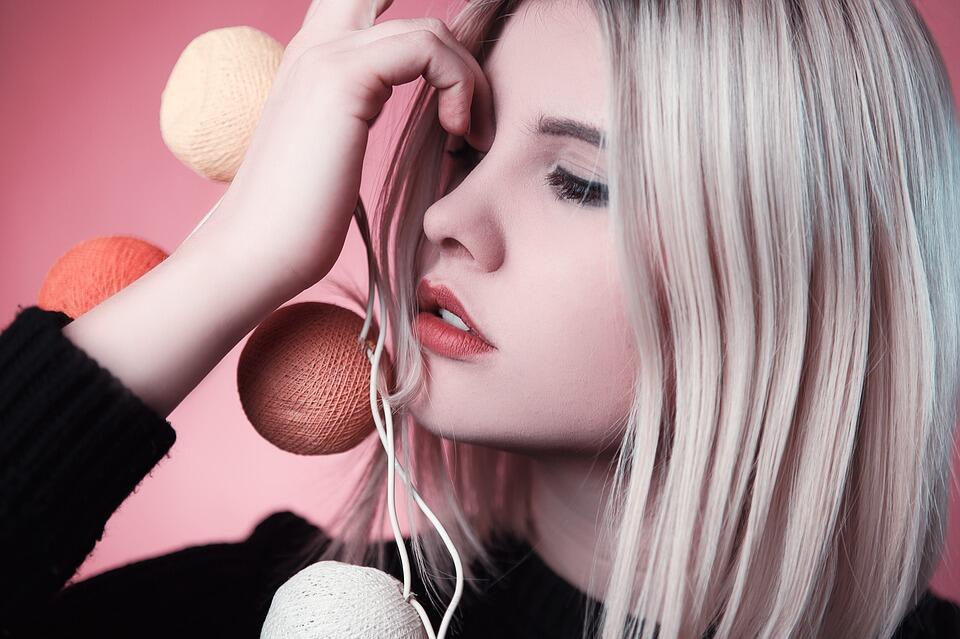 Разкриваме ви най-големите грешки, които допускат блондинките в подбора си