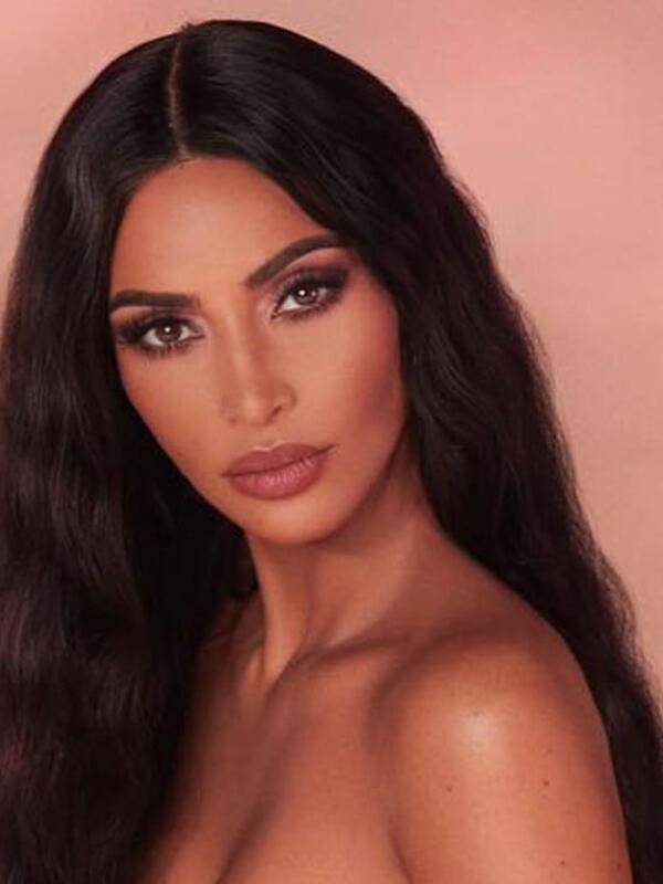 Ким Кардашиан с нова колекция козметика