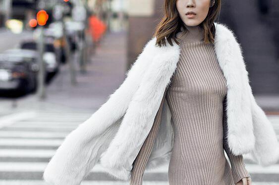 Дългите рокли от еластични материи са създадени за преходния сезон,
