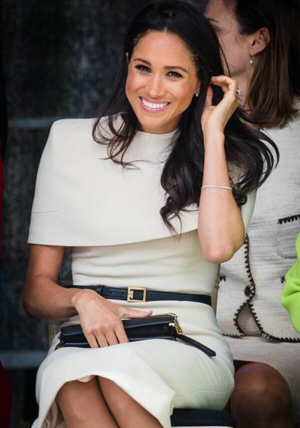 Защо кралските особи не носят червено червило?