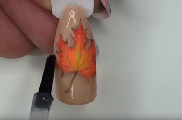 Как да си направите маникюр с есенни листа (ВИДЕО)