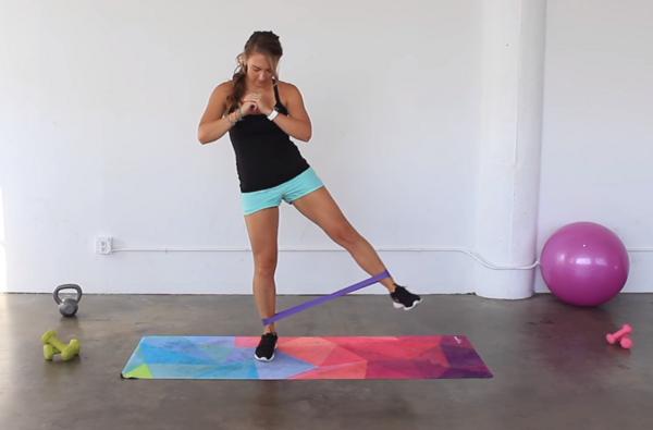 Тренировка за цяло тяло с ластици (ВИДЕО)
