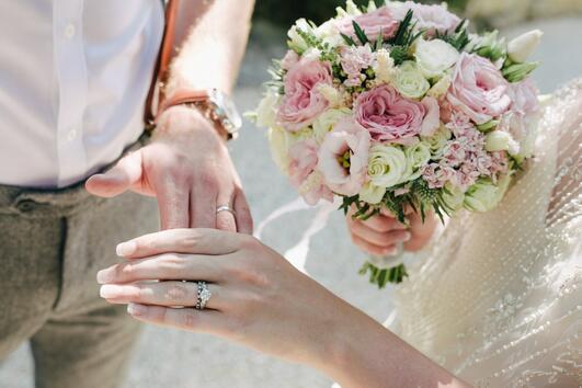 Ето защо имаме специален пръст за сватбените халки