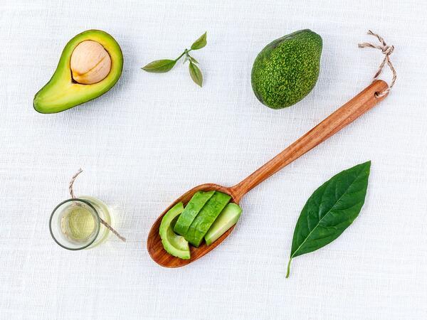 Предимствата при използване на авокадото за суха и увредена коса