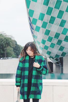 Стилни със зелено палто