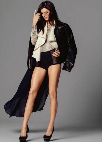 <p>Кендъл Дженър е само на 17. Това не й пречи да изглежда невероятно и дори да се снима за корицата на Vogue.</p>